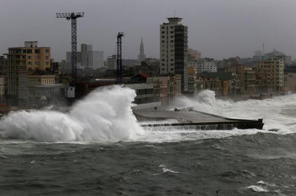 """飓风""""艾玛""""将在美国佛罗里达州登陆 或现致命风暴潮"""