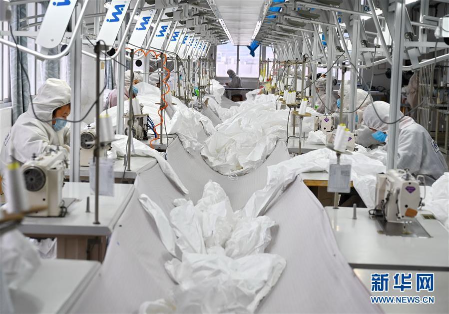 (聚焦疫情防控)(1)福建:加紧生产 保障供应