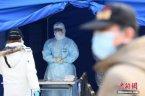中国多地新冠病例散发 双节将至如何防传染?